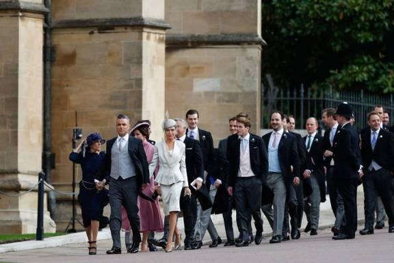 Robbie Williams in Giorgio Armani ed Ayda Field in Armani Privè al matrimonio della Principessa Eugenia di York, Windsor