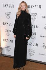 Clara Paget in Michael Kors ai Harper's Bazaar Women of the Year Awards 2018