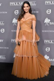Olivia Munn in J.Mendel, sandali Christian Louboutin al Baby2Baby Gala