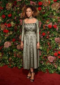 Sophie Okonedo in Emilia Wickstead ai Evening Standard Theatre Awards, London