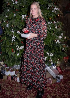 Alice Naylor Leyland in Sister Jane e scarpe Tod's al Halcyon Days Christmas lights,Cliveden House.