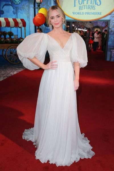 Emily Blunt in Yanina Couture alla Mary Poppins Premiere, California