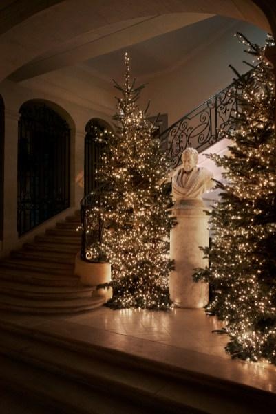 Kristin Scott Thomas hosts dinner to celebrate Christmas in Paris (2)