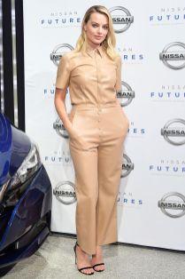 Margot Robbie con sandali Jimmy Choo al Nissan Futures event, Los Angeles.