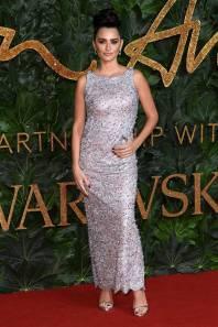 Penelope Cruz in Chanel e gioielli Atelier Swarovsky ai Fashion Awards 2018, London