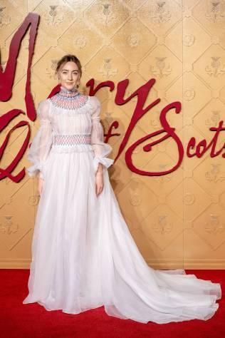 Saoirse Ronan in Carolina Herrera alla Mary Queen Of Scots Premiere, London