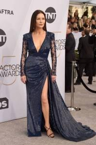 Chatherine Zeta Jones in Zuhair Murad e gioielli Chopard ai SAG Awards 2019
