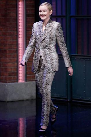 Julia Garner in Tom Ford al Late Night with Seth Meyers