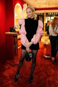 Poppy Delevingne con scarpe e borsa Roger VIvier al Roger Vivier store launch, London