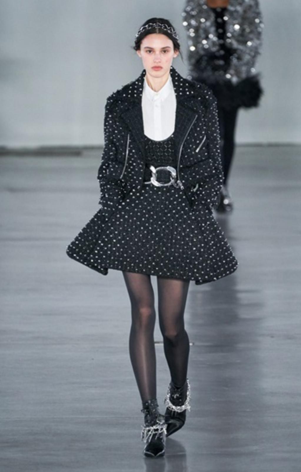 Paris Fashion Week, tra microstampe e trasparenza proseguono le sfilate