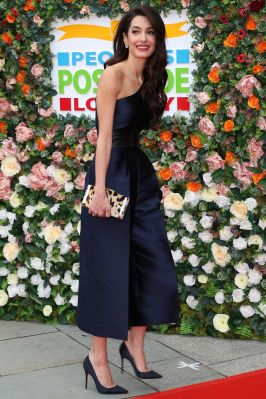 Amal Clooney in Stella McCartney alla People's Postcode Lottery Charity Gala , Edinburgh.