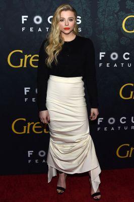 Chloe Grace Moretz con gonna Awake alla premiere of Greta