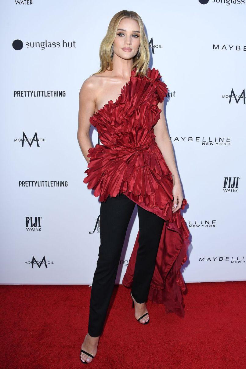 Rosie Huntington-Whiteley in Oscar de la Renta ai Daily Front Row Fashion Awards
