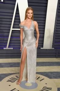 Rosie Huntington-Whiteley in Versace al Vanity Fair Oscar after party, LA