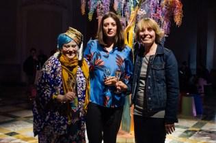 Bethan Laura Wood con Sarah Douglas (Editor-in-Chief di Wallpaper) e Axelle De Buffévent, Style Director di Perrier-Jouët