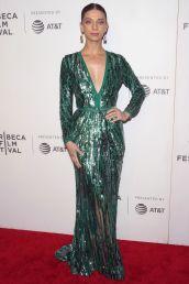 Angela Sarafyan in Elie Saab alla proiezione di Extremely Wicked, Shockingly Evil and Vile, Tribeca Film Festival