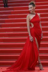 Bella Hadid in Roberto Cavalli alla premiere of Pain And Glory, Cannes Film Festival