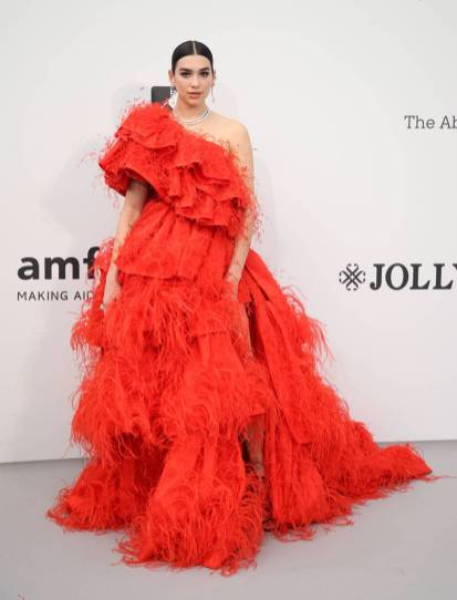 Dua Lipa in Valentino Haute Couture all'amfAR Cannes Gala