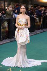 Lily Collins in Giambattista Valli e Cartier alla premiere of Tolkien, London