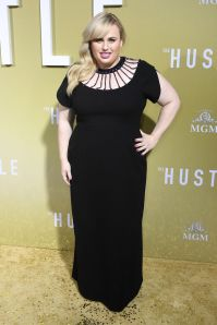 Rebel Wilson in Christopher Kane all'Hollywood premiere of The Hustle.