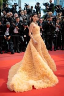 Sara Sampaio in Georges Hobeika Haute Couture al Cannes Film Festival Red Carpet 2019