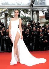 Toni Garrn in Ulyana Sergeenko Haute Couture al Cannes Film Festival Red Carpet 2019