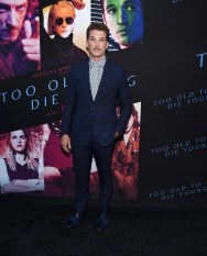 Miles Teller in Burberry alla proiezione di Too Old To Die Young, Los Angeles