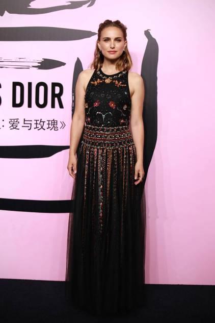 Natalie Portman in Dior al Miss Dior Love N' Roses exhibition launch, Shanghai