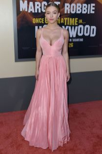 Sydney Sweeney in Miu MIu alla premiere of Once Upon a Time in Hollywood, LA