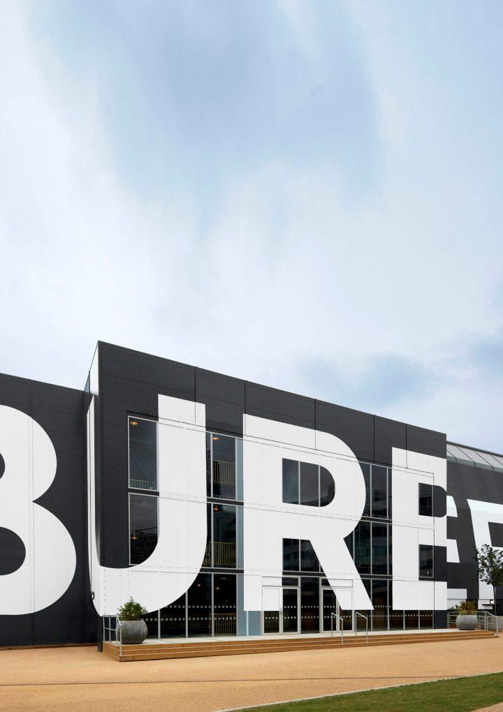 Burberry sbarca a Shanghai con la AI 2020