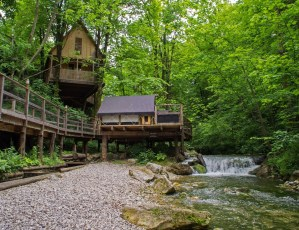 Garden Village Bled Treehouse and Pier Tent
