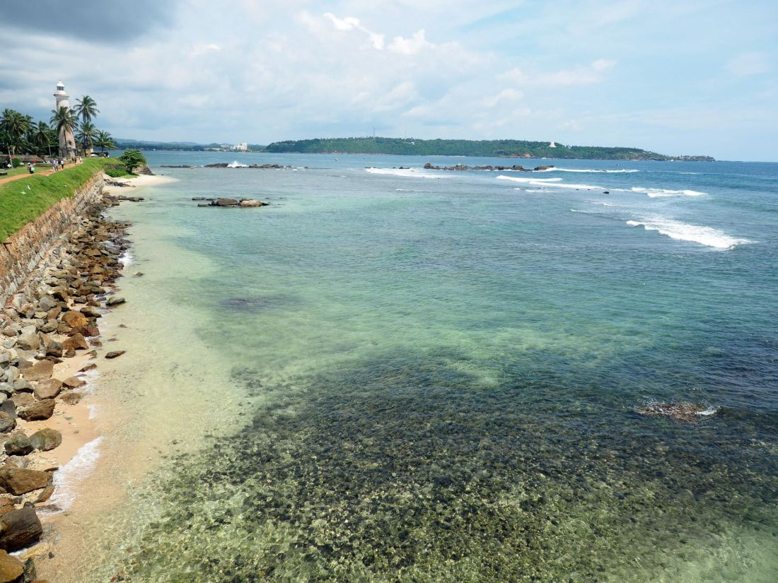 Galle Beach, Walls and view to Lighthouse
