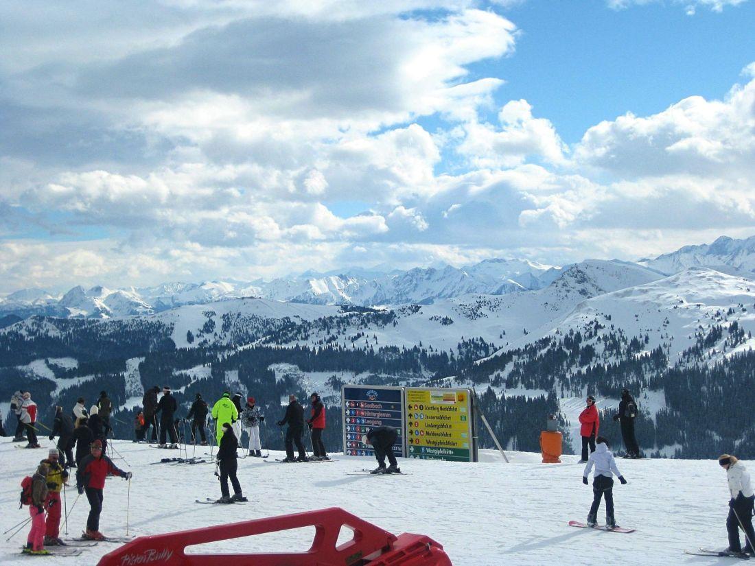 People skiing in Saalbach