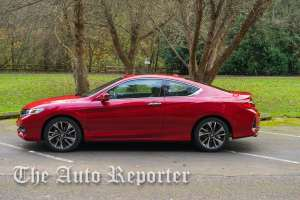 2016_Honda_Accord_01