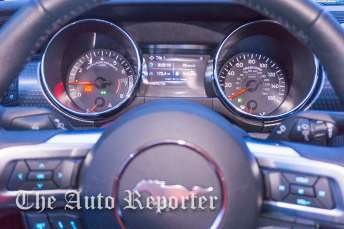 2016 Ford Mustang_01