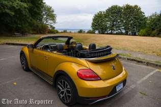2016-volkswagen-beetle-dune-convertible_04