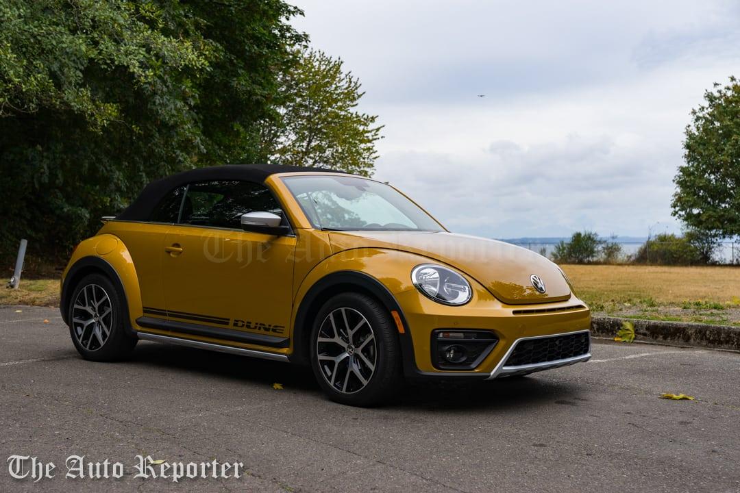 2016-volkswagen-beetle-dune-convertible_16