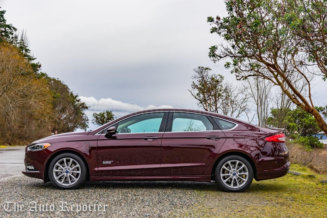 2017 Ford Fusion Hybrid _ 09