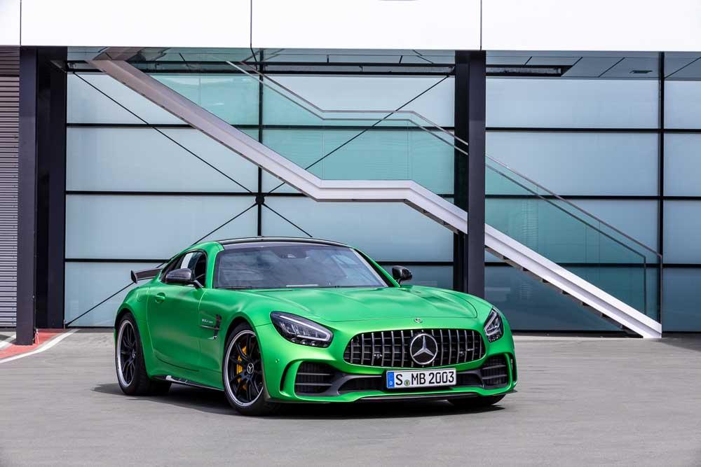Mercedes-AMG GT R (2018), Performance-Green Magno, AMG Carbon Paket Exterieur, Kraftstoffverbrauch kombiniert: 12,4 l/100 km, CO2-Emissionen kombiniert: 283 g/km // Mercedes-AMG GT R (2018), AMG green hell magno, AMG carbon package exterior, Combined fuel consumption: 12.4 l/100 km, Combined CO2 emissions: 283 g/km