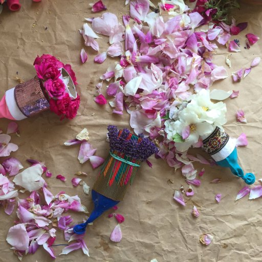 biodegradable party flower_petal_nature_confetti_poppers_made _from_toilet_rolls_DIY_for_weddings_and_parties