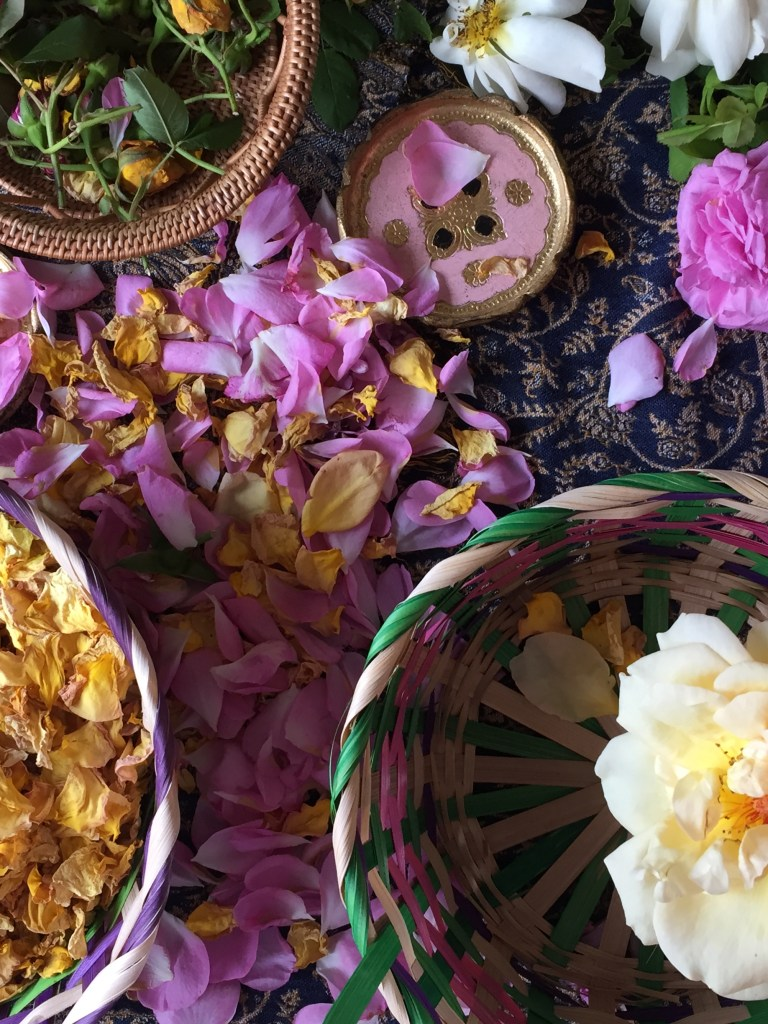 how to make your own handmade dried rrose petals this summer