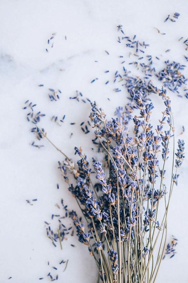 Essential oils for a better sleep #essentialoils #sleep #lavenderoil #wellness | TheAwesomeGreen.com