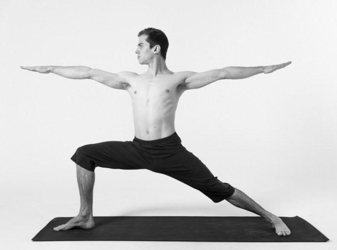 virabhadrasana for knee pain