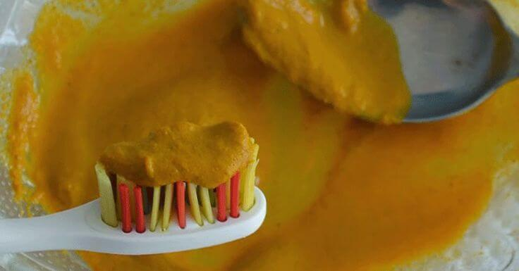 Clean teeth with turmeric and coconut oil