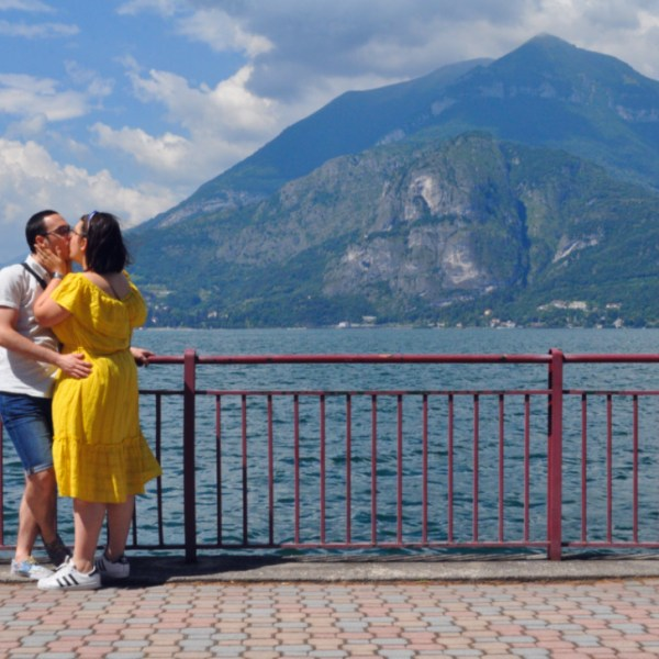 Lago di Como in ape calessino: 10 anni insieme e un regalo fuori dagli schemi