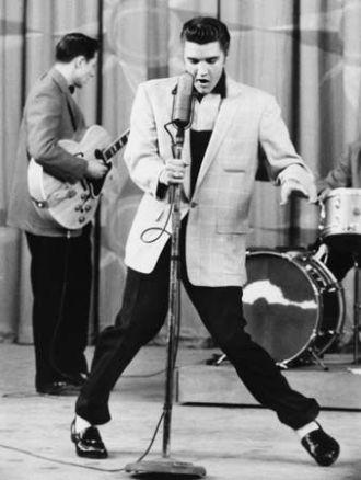 Elvis_Presley_on_stage