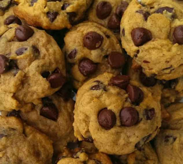 Soft Batch Pumpkin Chocolate Chip Cookies {Eggless too!}