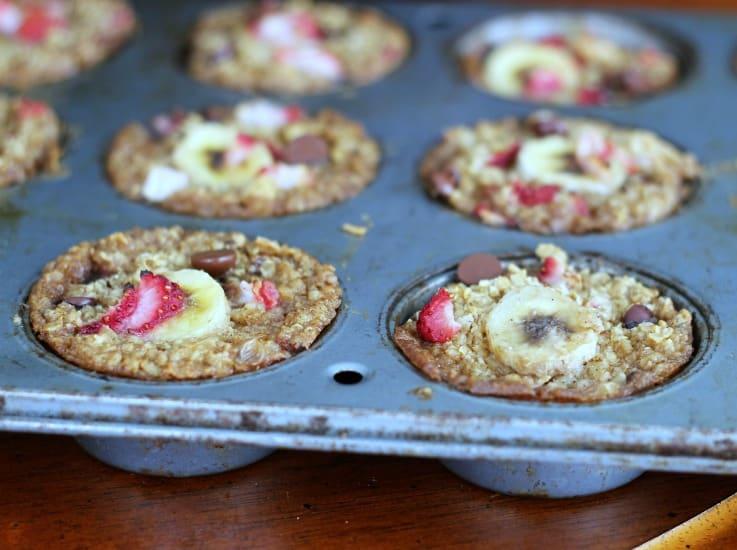 Healthy Baked Strawberry Banana Chocolate Chip Oatmeal
