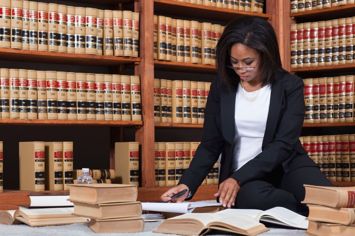 How To Select The Best Lawyer For The Job