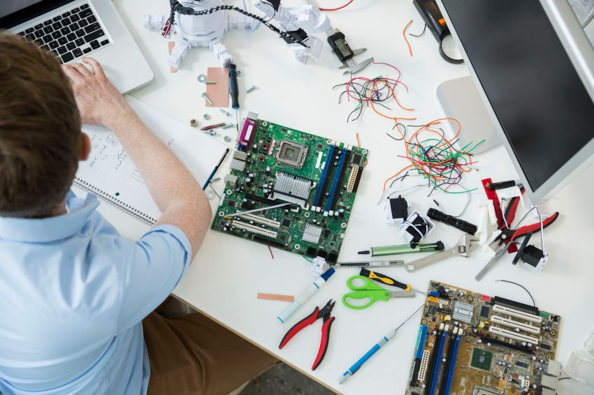 The Pros And Cons Of Starting A Computer Repair Business